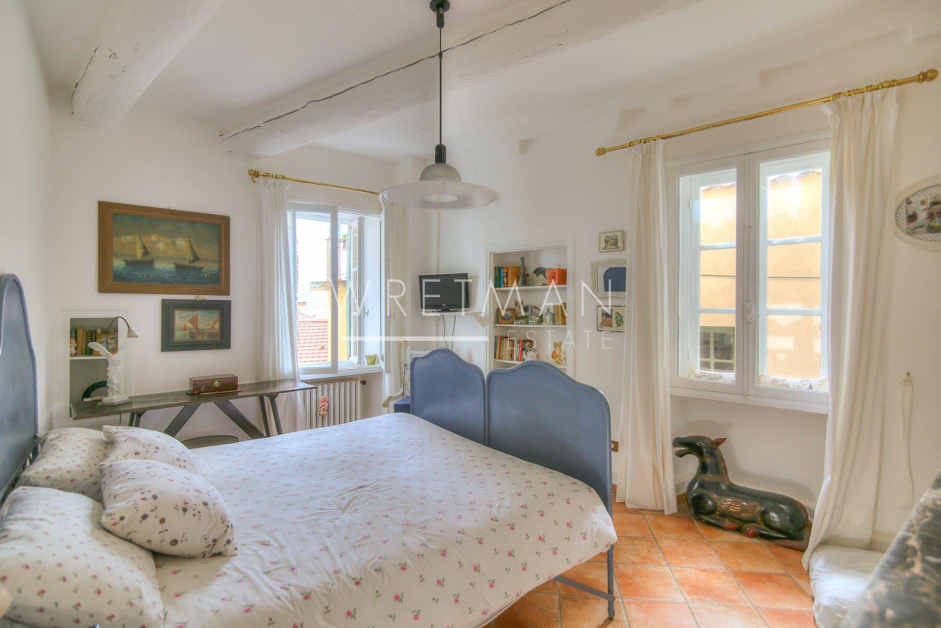 Charming 2/3 bedroom flat with vast terrace - Menton Vieille Ville