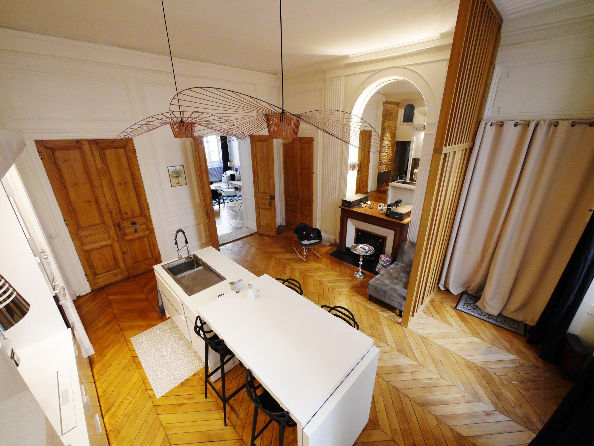 T6 de 195 m² entièrement rénové coeur presqu'ile
