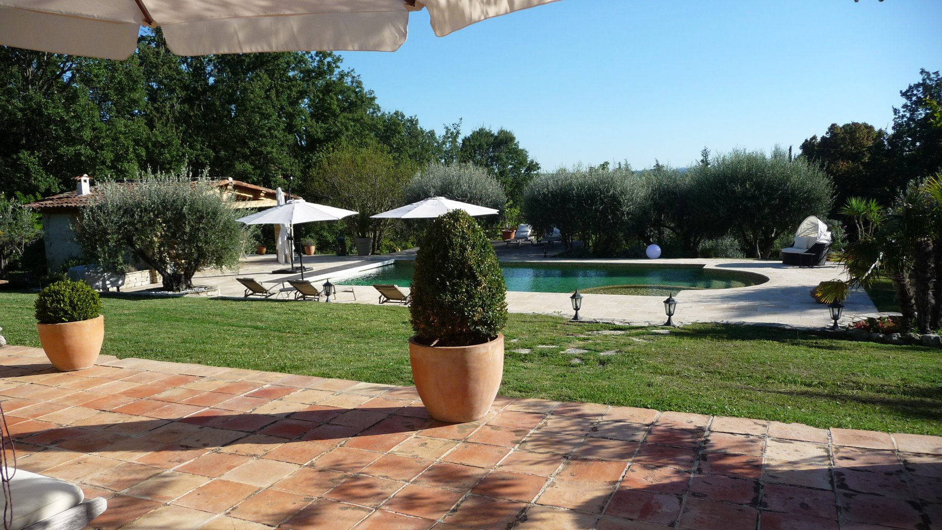 Pays de Fayence: stone built property on 1,5 ha with a pool