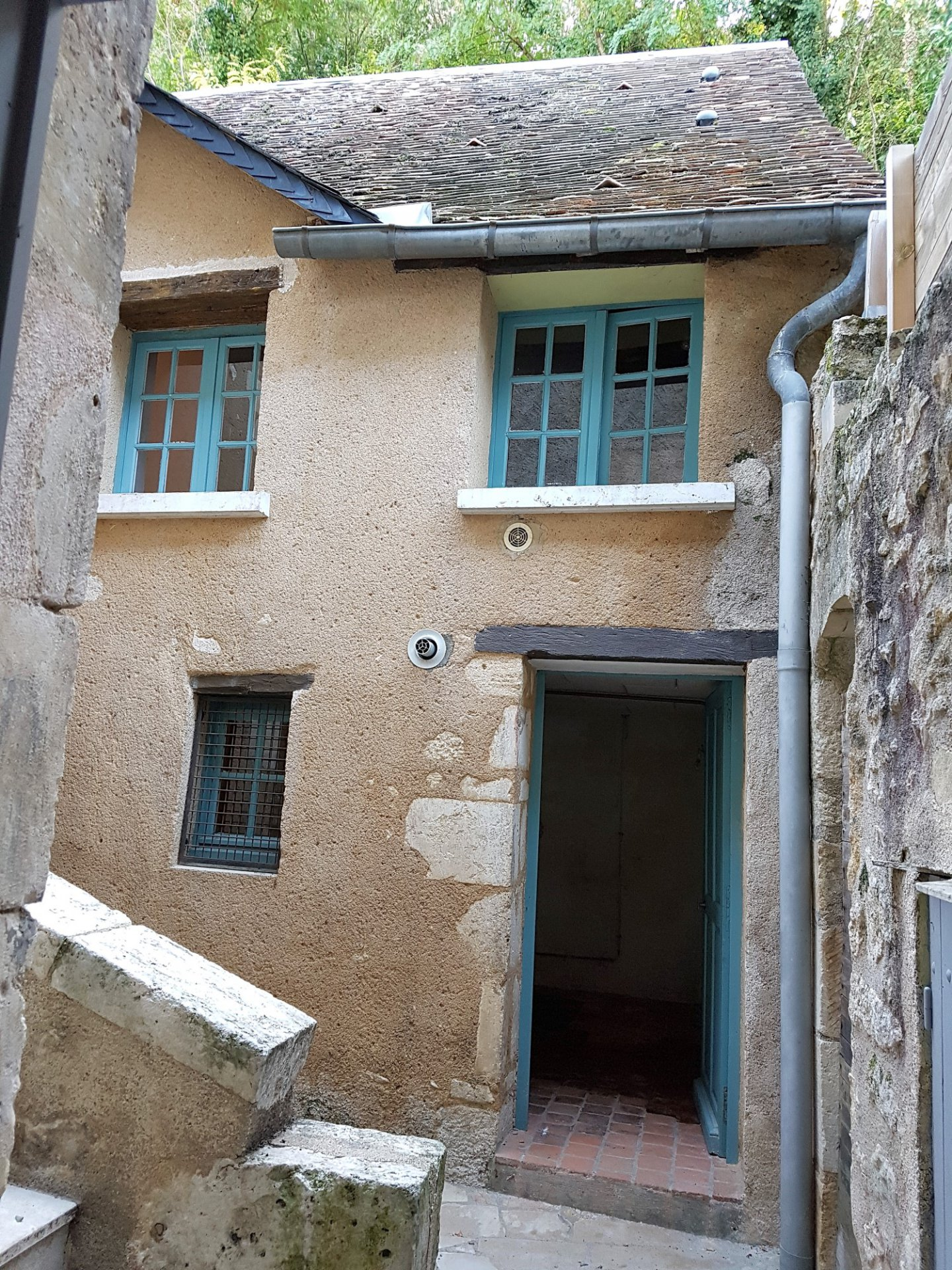 Le Blanc, Indre 36: house with 2 apartments and courtyard