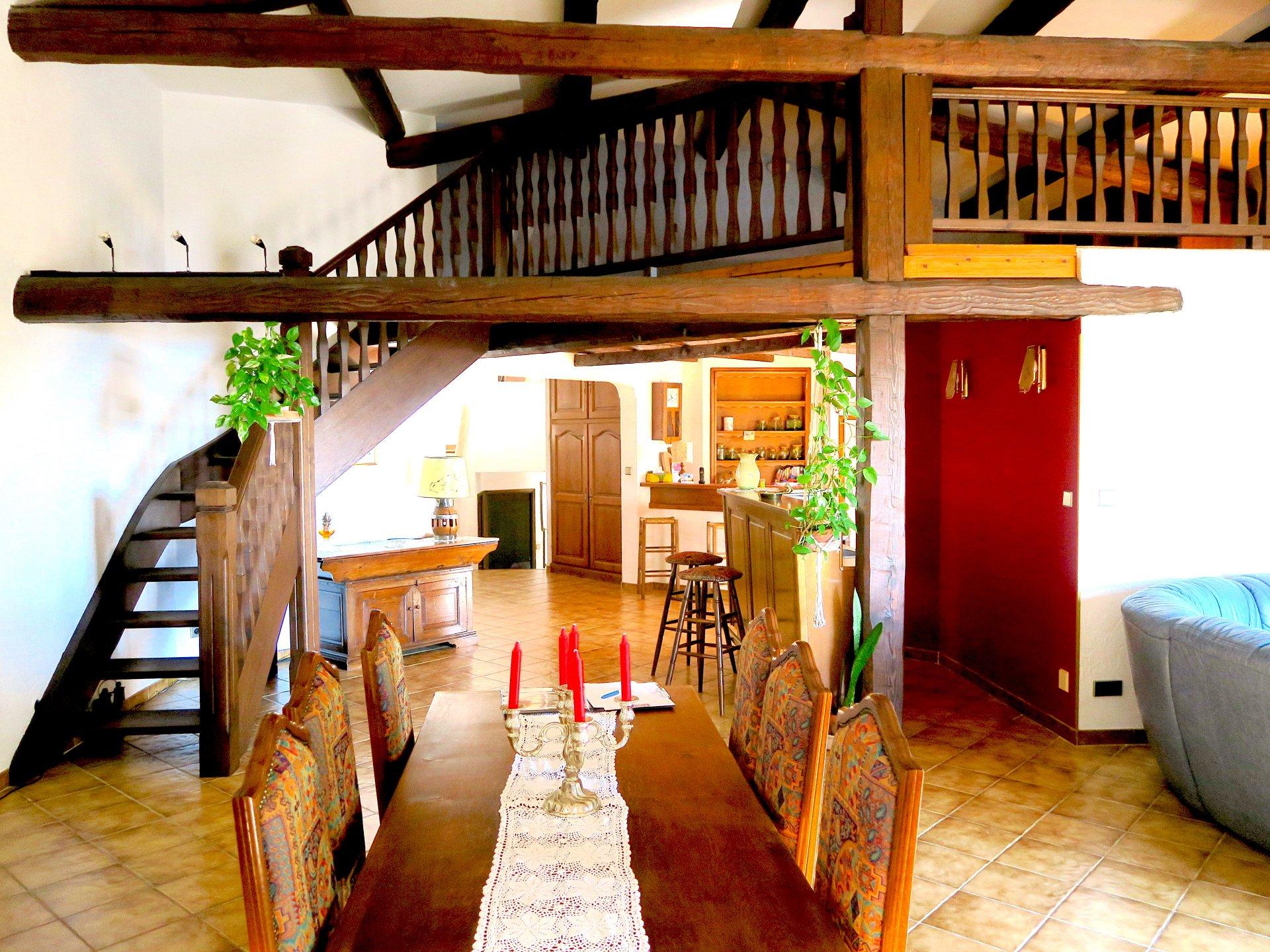 Bar, hauteur sous plafond