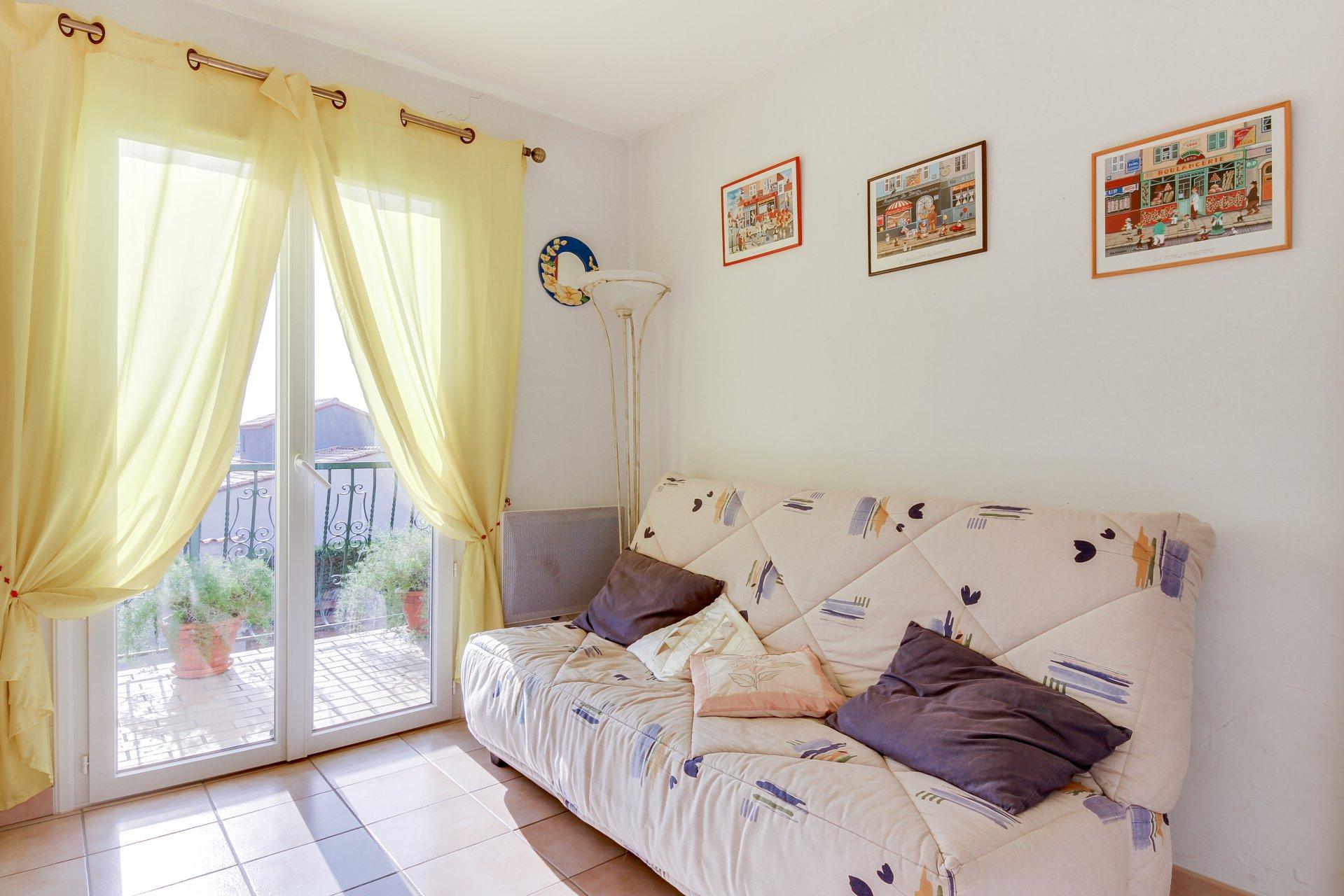 Canohès, en vente très belle villa de construction traditionnelle, 3 faces, 4 chambres, terrasses