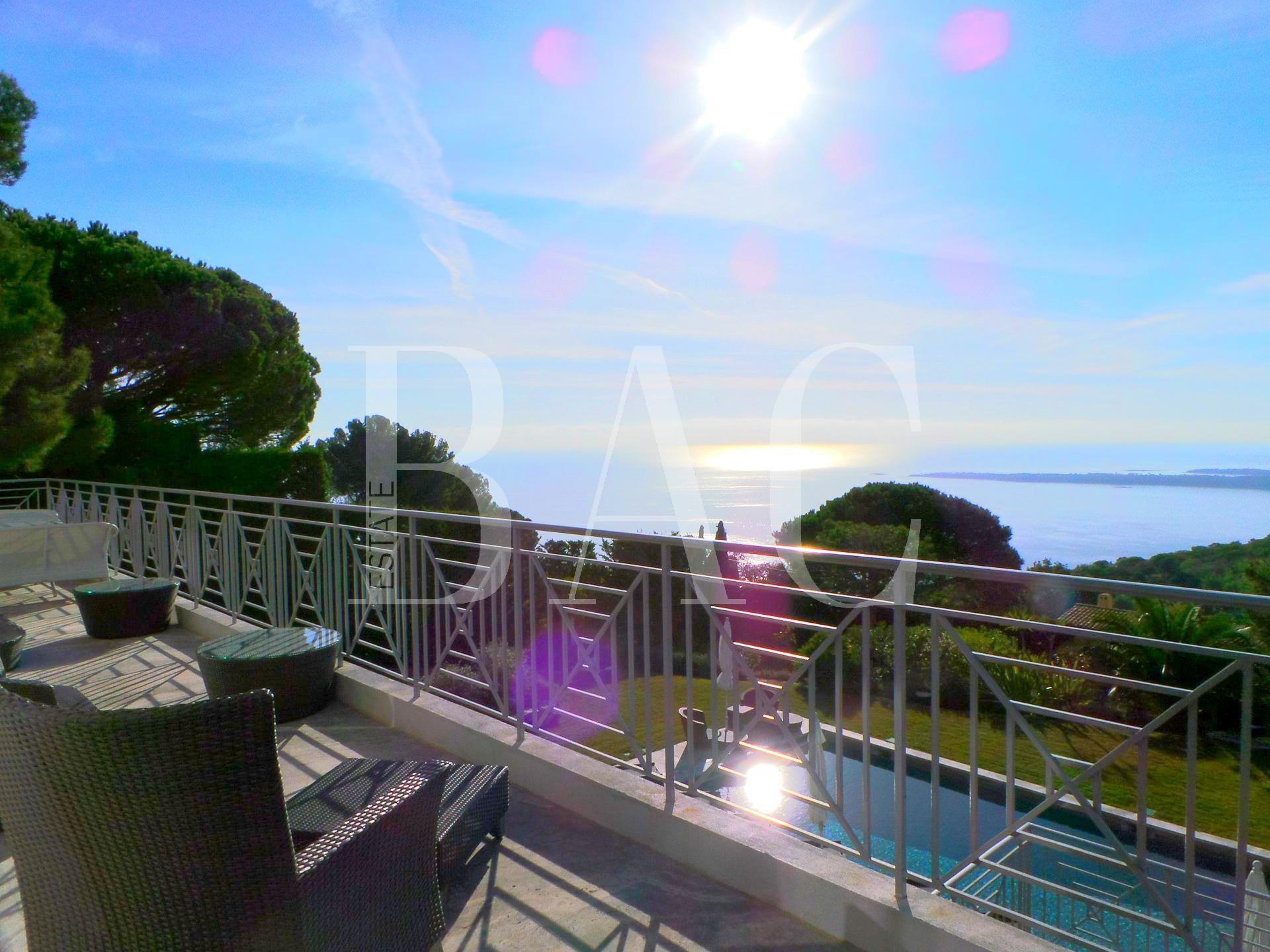 Superbe villa à Super Cannes avec vue mer panoramique
