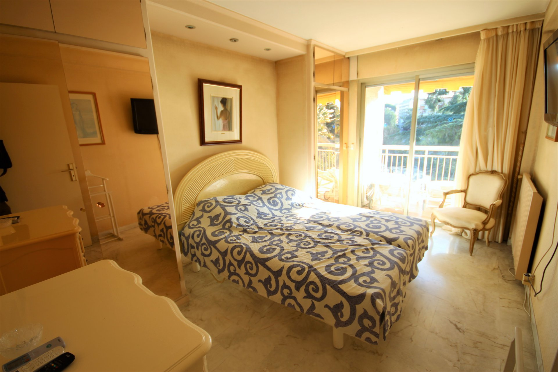 CANNES Sale Apartment 2 rooms residence standing near beache