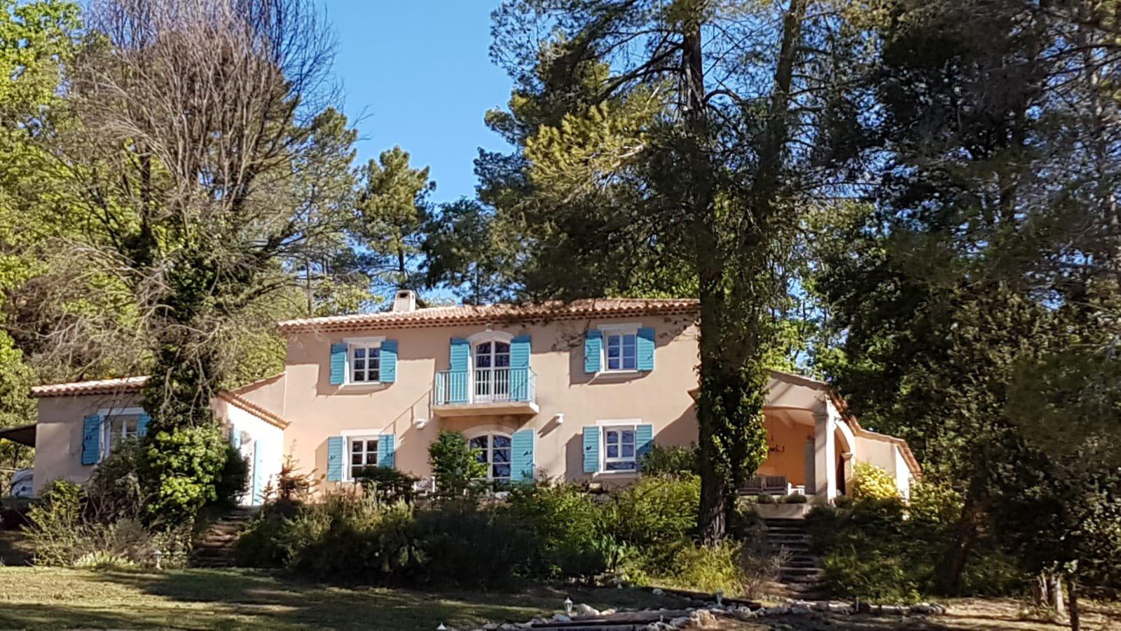 Maison de 260m2 à Salernes (5 chambres).