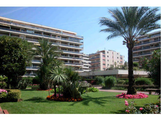 Cannes Basse Californie apartment for sale with terrace