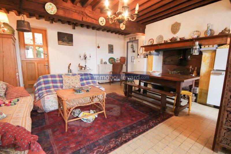 Ruim vrijstaand huis in goede staat in een klein hameau