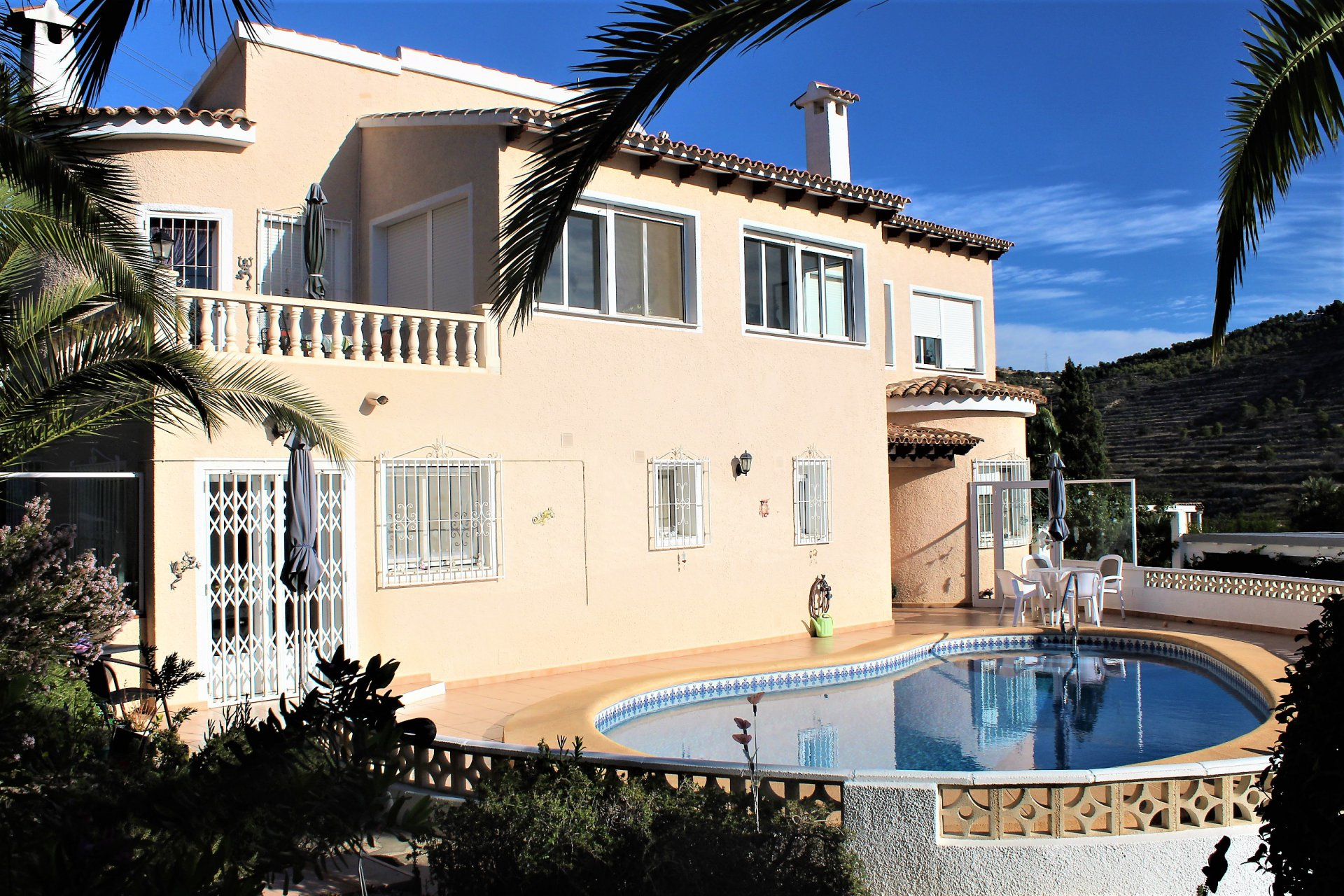 Beautiful villa on large private plot with sea and mountain views