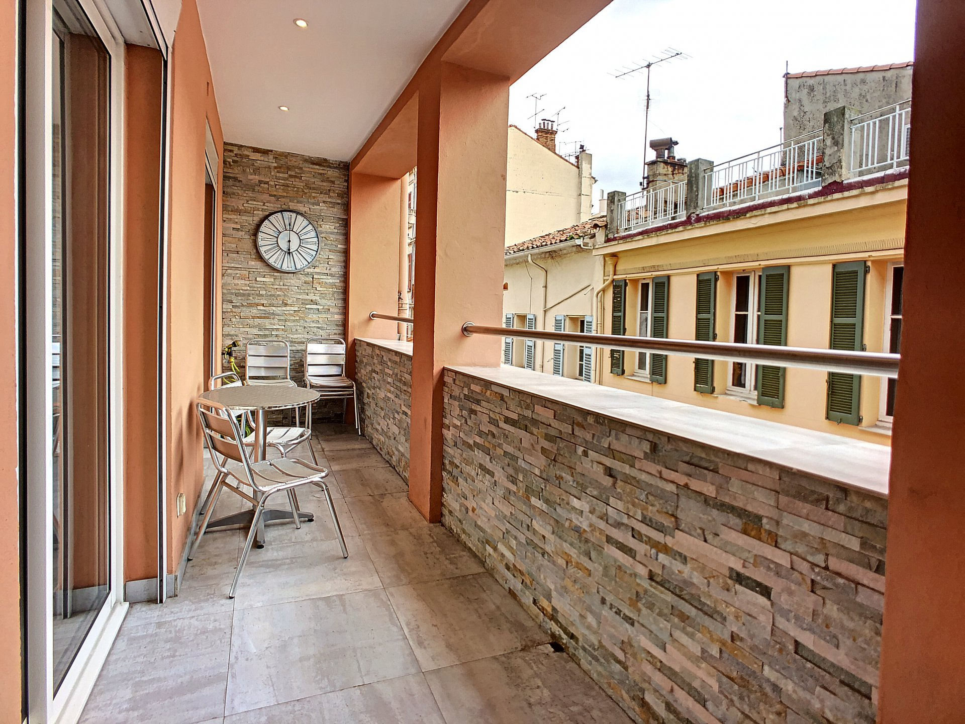 Three-bedroom apartment in Cannes, 2 minutes to Palais des festival and the Sea.