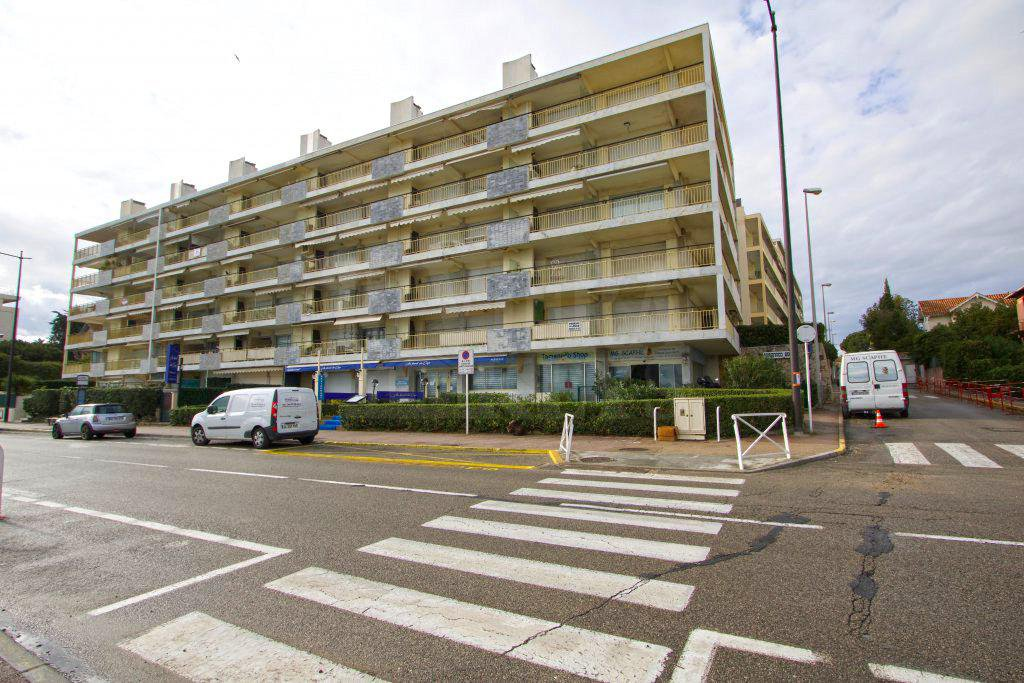 One-bedroom apartment, swimming-pool, excellent location near the beach in Antibes