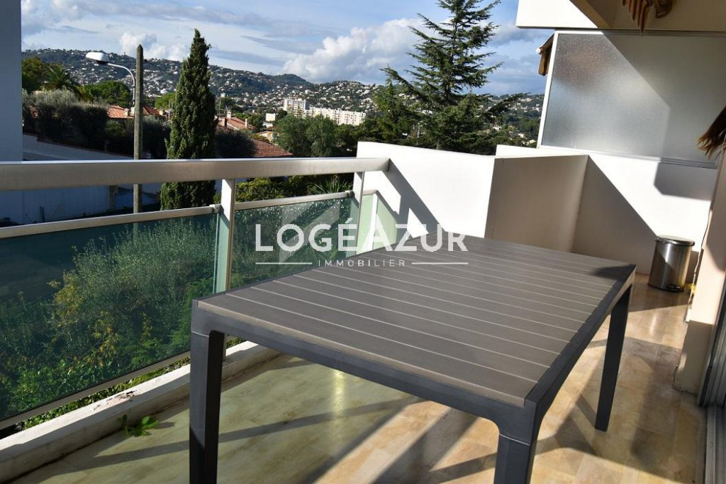 Sale 1 bedroom apartment + parking - ANTIBES FONTMERLE