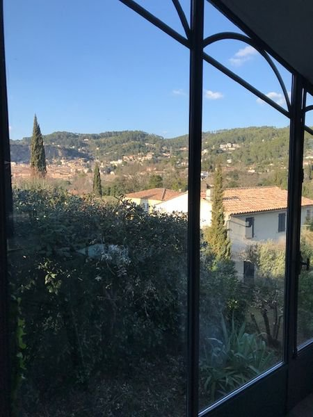 Two bedroom renovated house with pool and views, walking to village of Cotignac