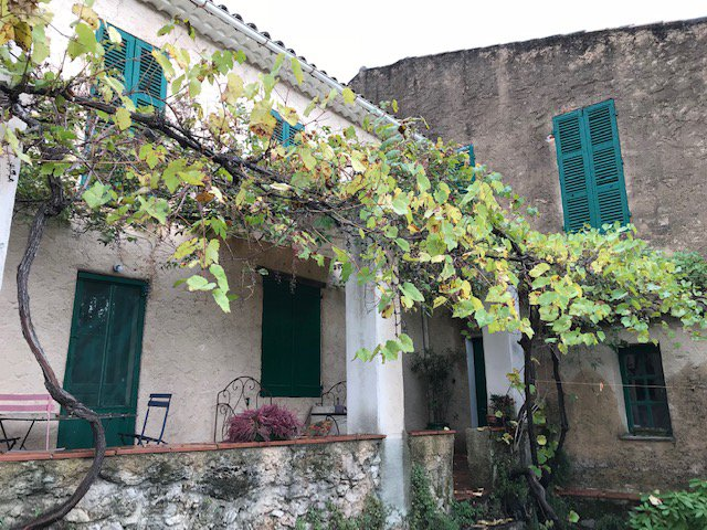 Wonderful house in Cotignac to renovate garden views.