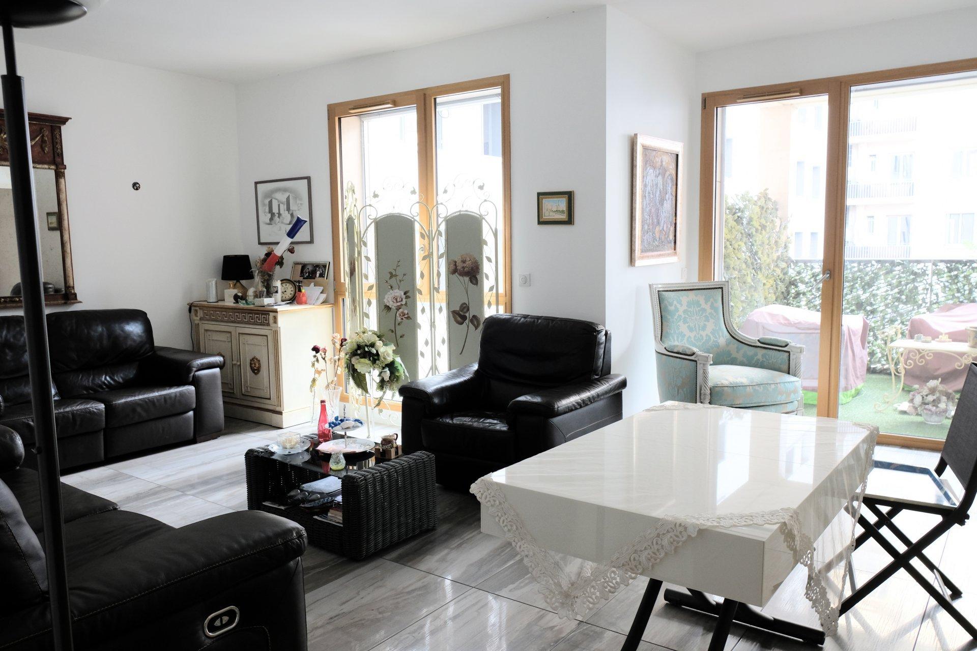 Achat Appartement Surface de 89.26 m²/ Total carrez : 77 m², 4 pièces, Lyon 6ème (69006)