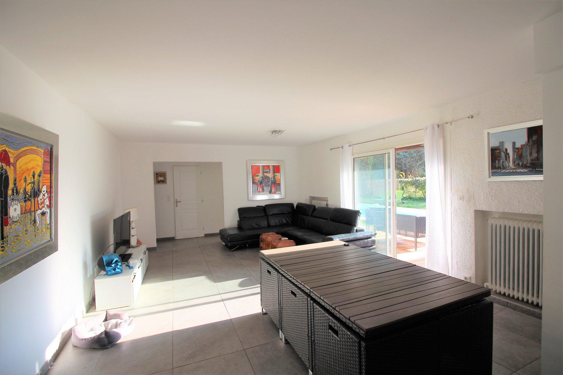 Saint Cézaire Villa rénovée 110m² + 60 m² annexes à aménager - Quartier résidentiel