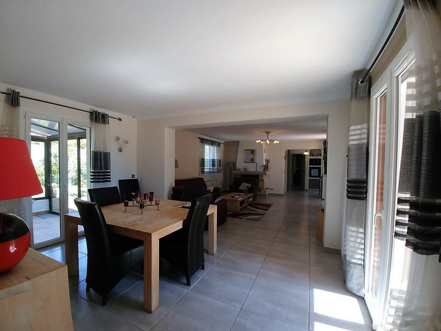 Bright and spacious villa with garage,  garden and pool
