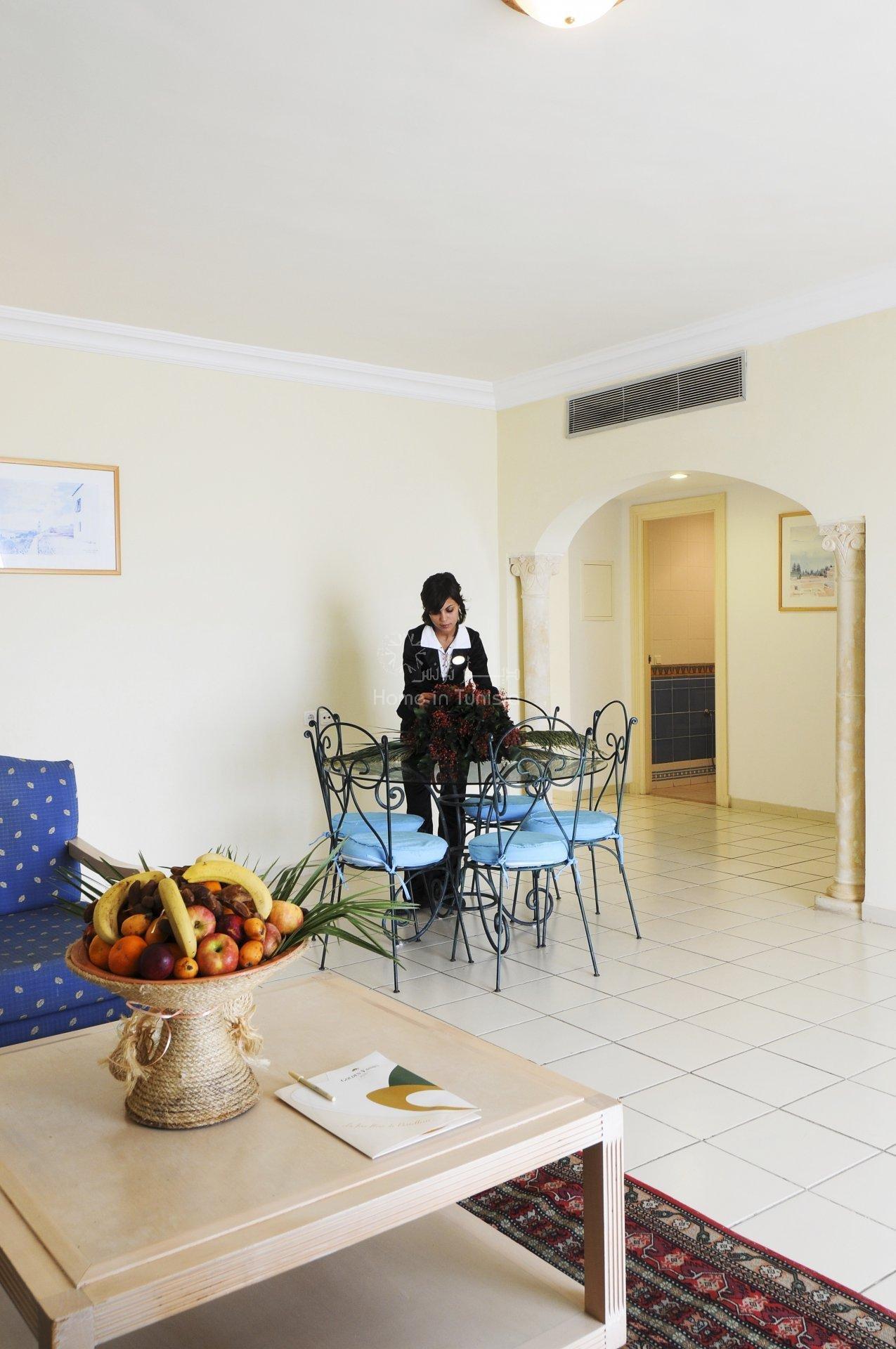 Appartement S+1 et S+ 2 meublé équipé vue jardin piscine medina immeuble bord de mer