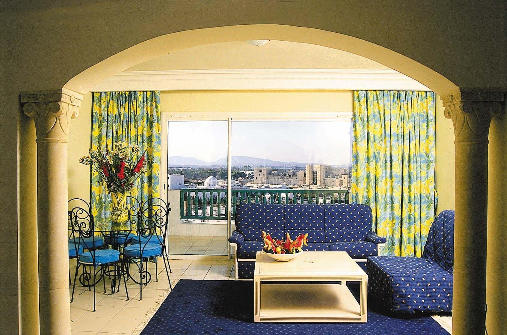 Appartement S+1 de 77 m2 meublé équipé vue jardin piscine medina immeuble bord de mer
