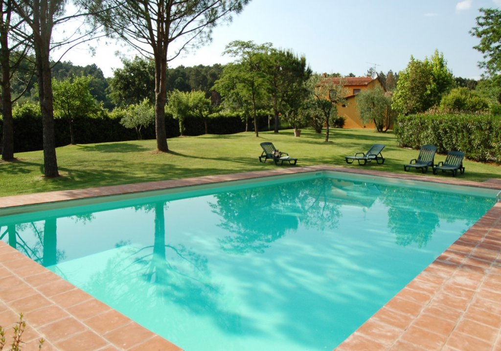 ITALY, TUSCANY, PESCIA, HOUSE WITH POOL,  6 PERSONS