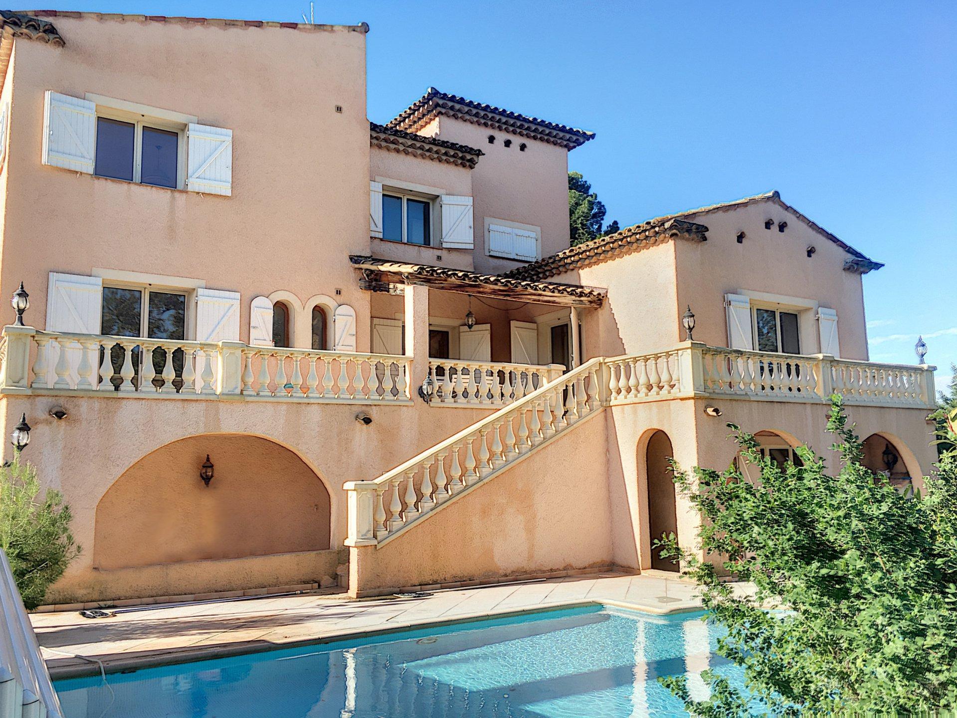 Villa familiale  avec grand appartement indépendant