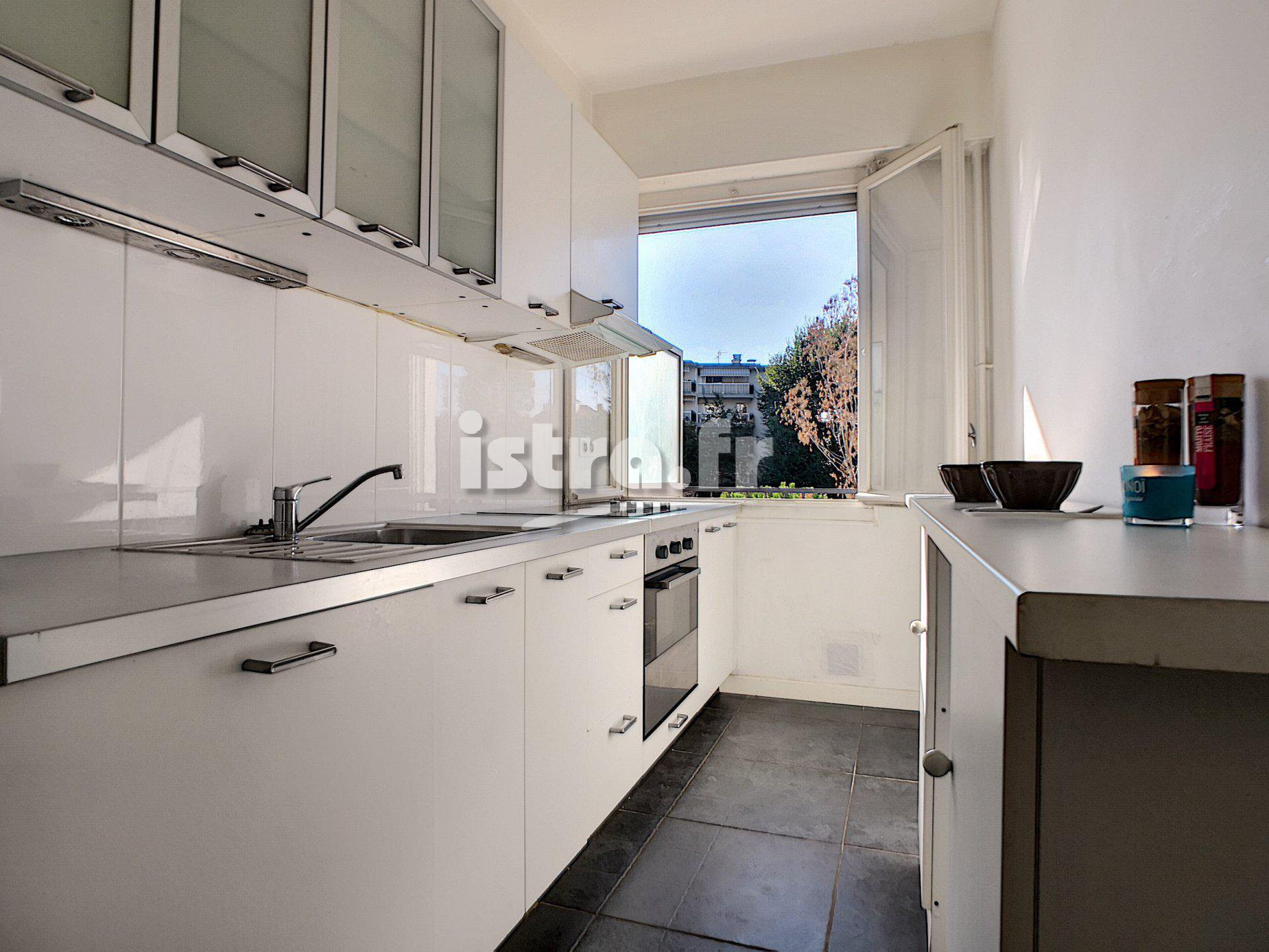 Nice Rimiez : apartment with a balcony facing south