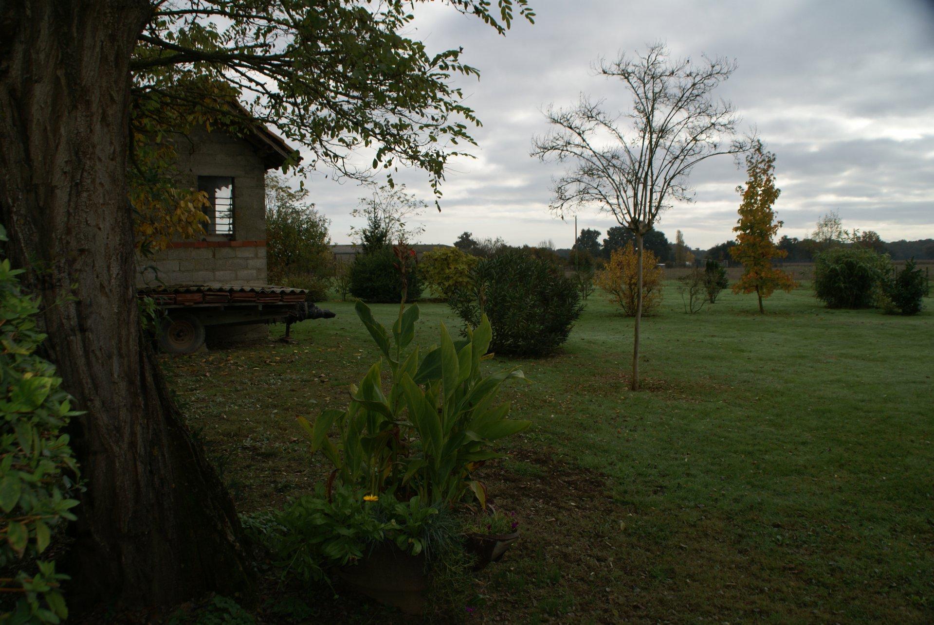 Grande maison avec dépendances sur 3,5 ha Gers/Occitanie avec vue sur les montagnes.