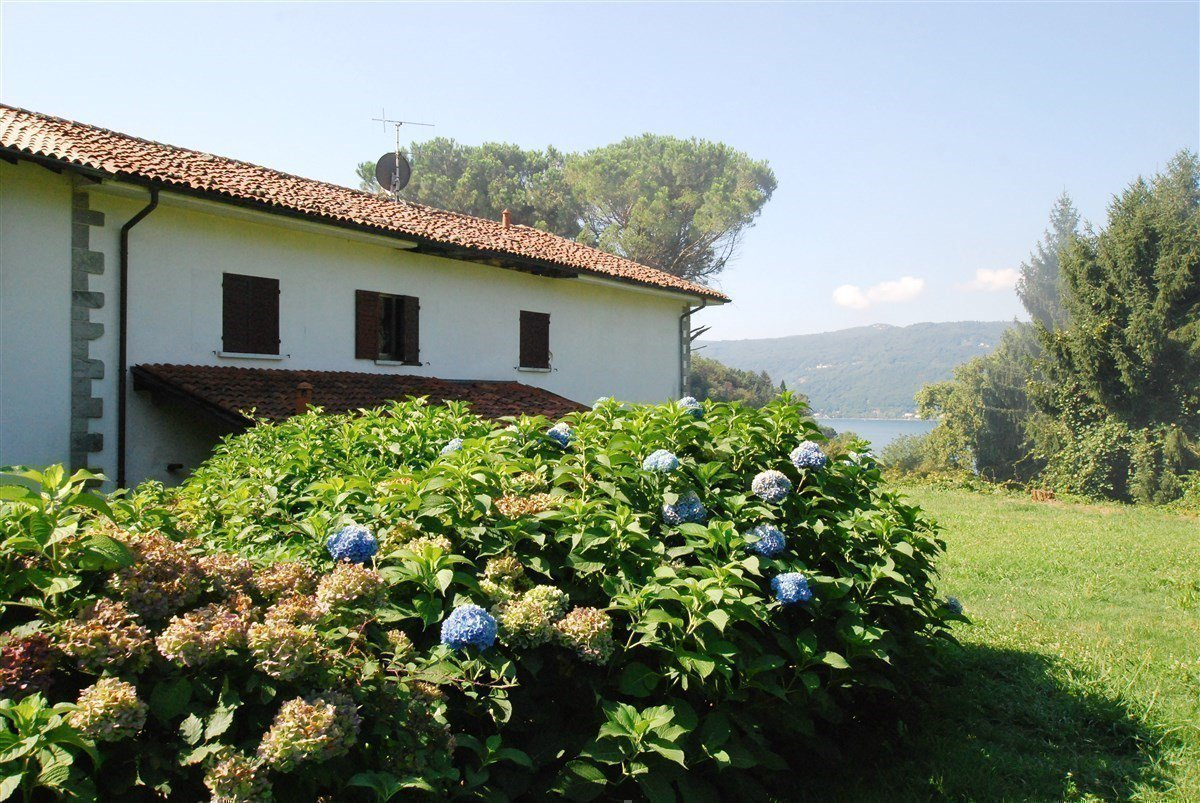 Villa for sale in Leggiuno