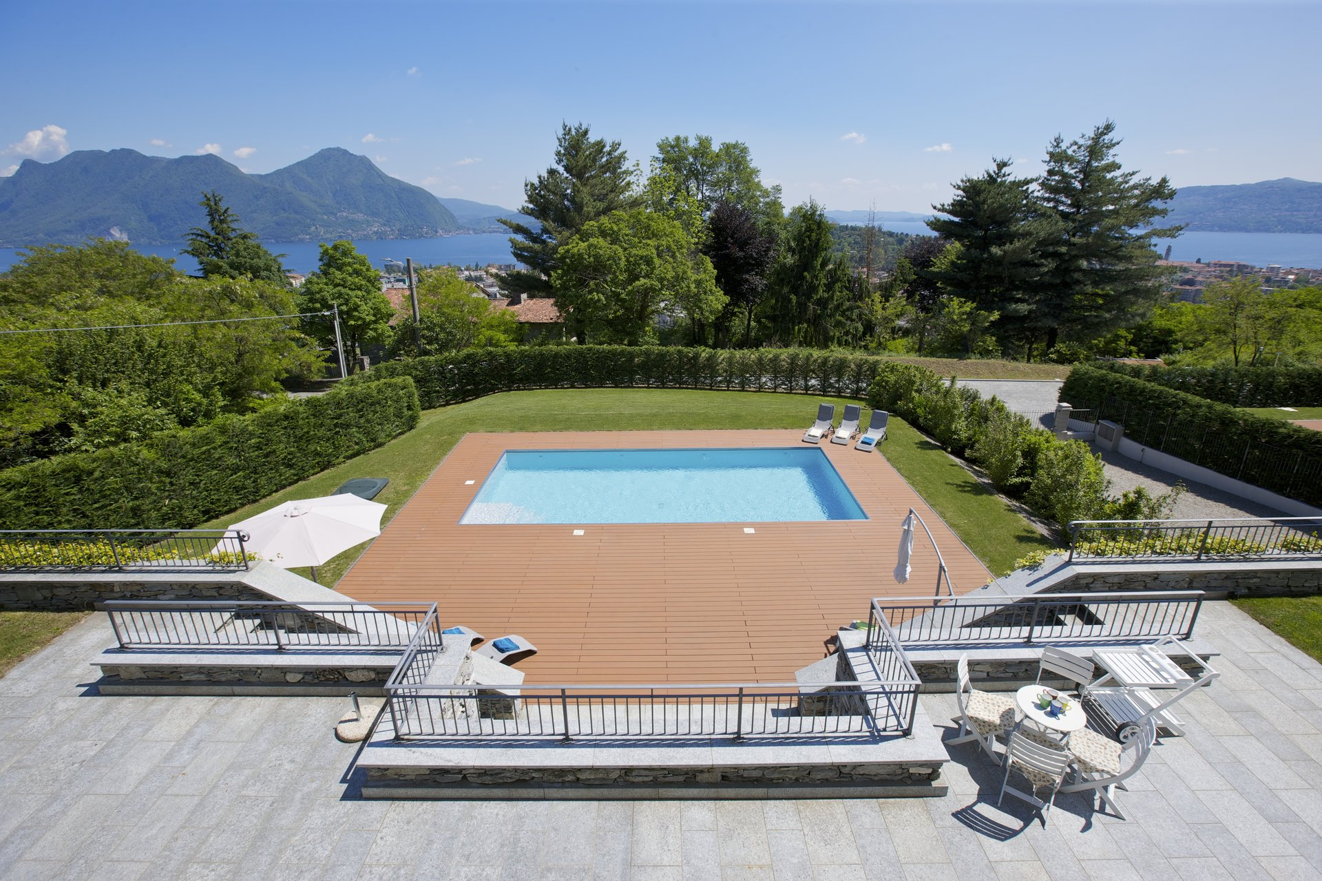 Prestigious villa with pool for sale in Verbania - swimming pool with a view