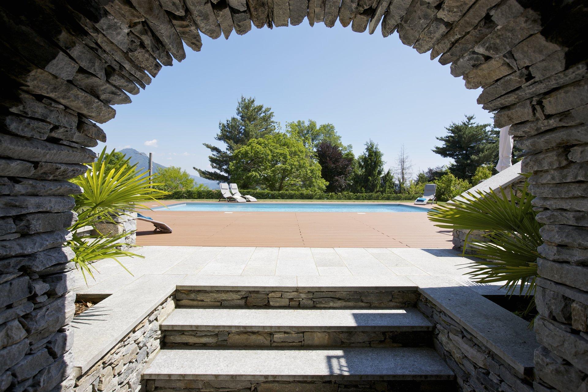 Престижная вилла с бассейном на продажу в Вербании