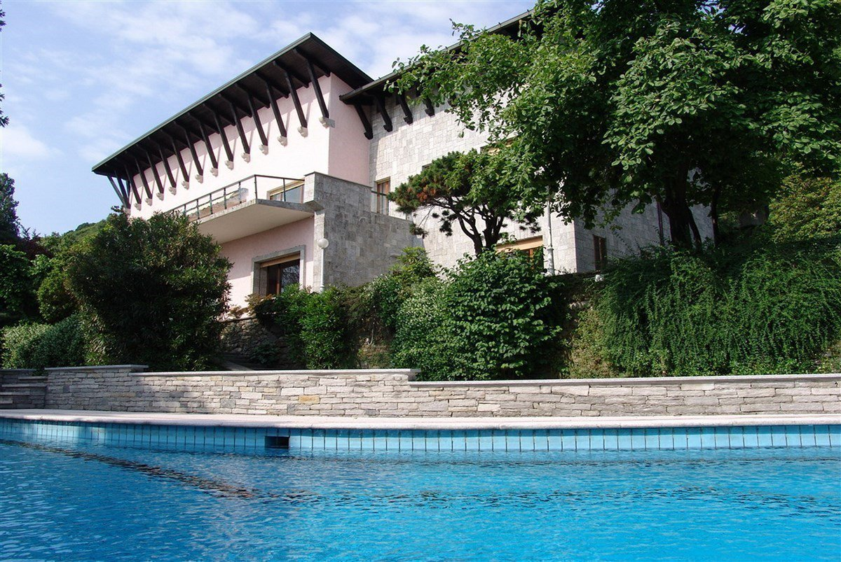 Villa for sale in Belgirate - villa with swimming pool