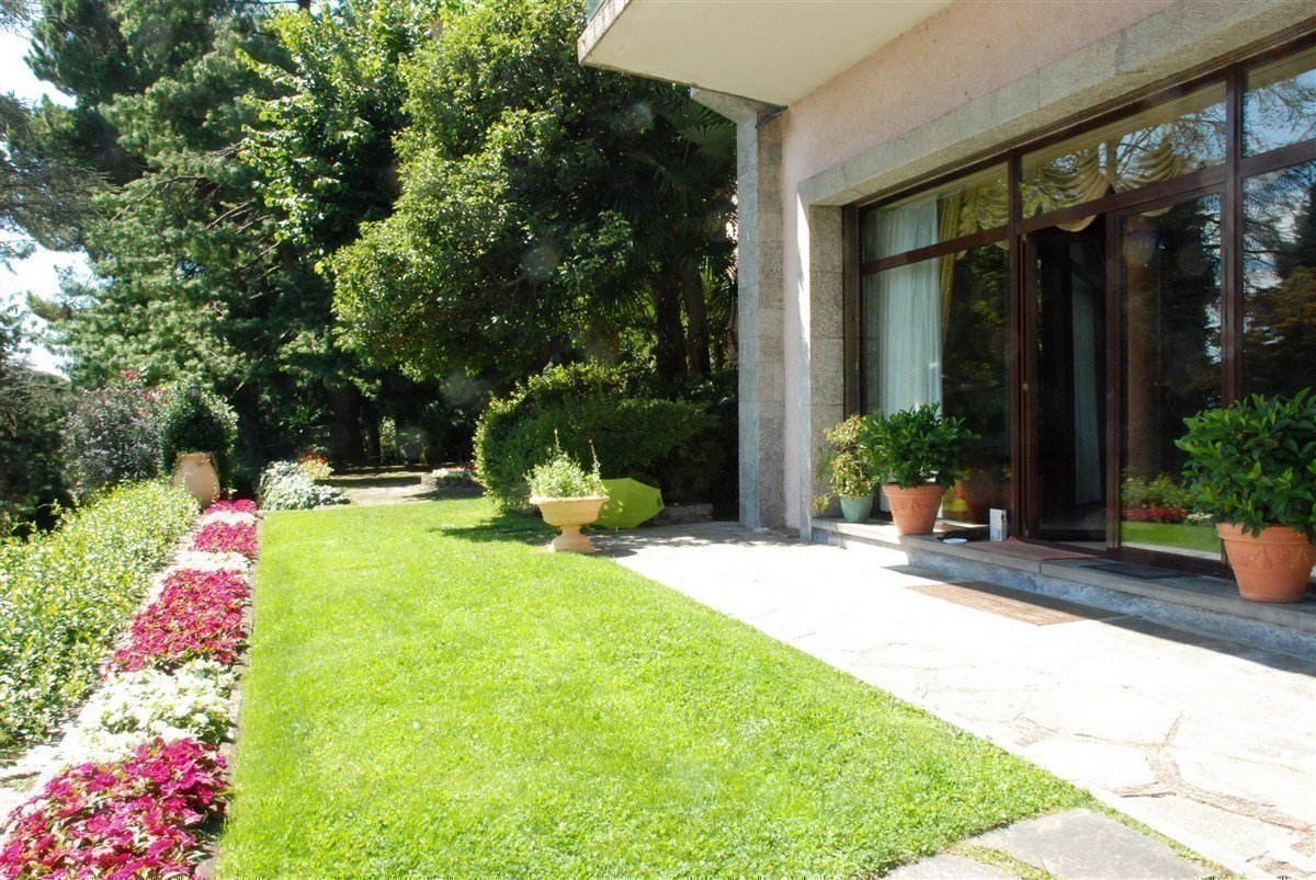 Villa for sale in Belgirate - garden