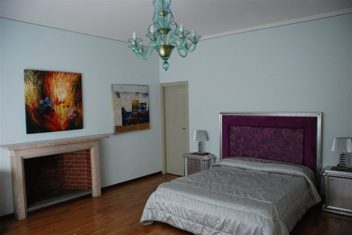 Villa for sale in Belgirate - bedroom