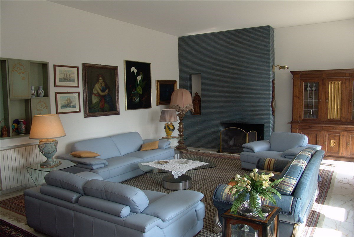 Villa for sale in Belgirate - living room