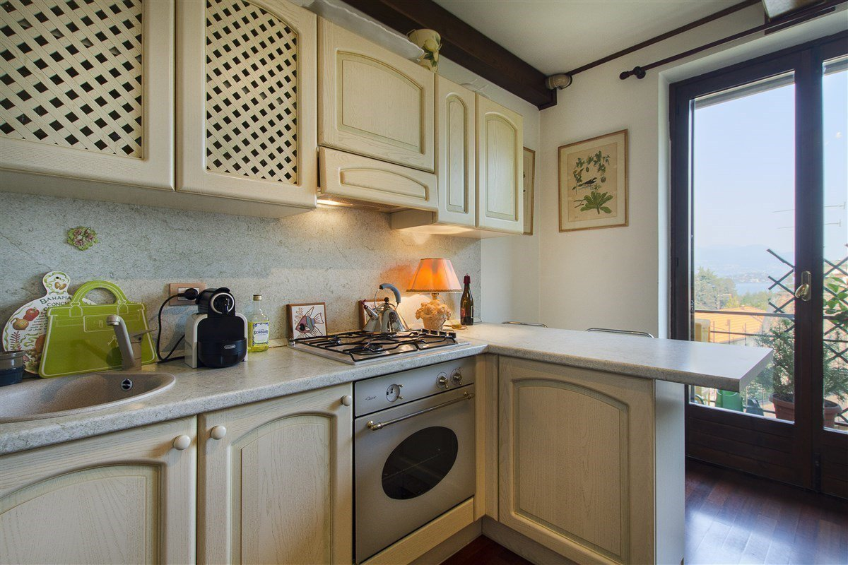 Renovated apartment for sale in Stresa centre -kitchen