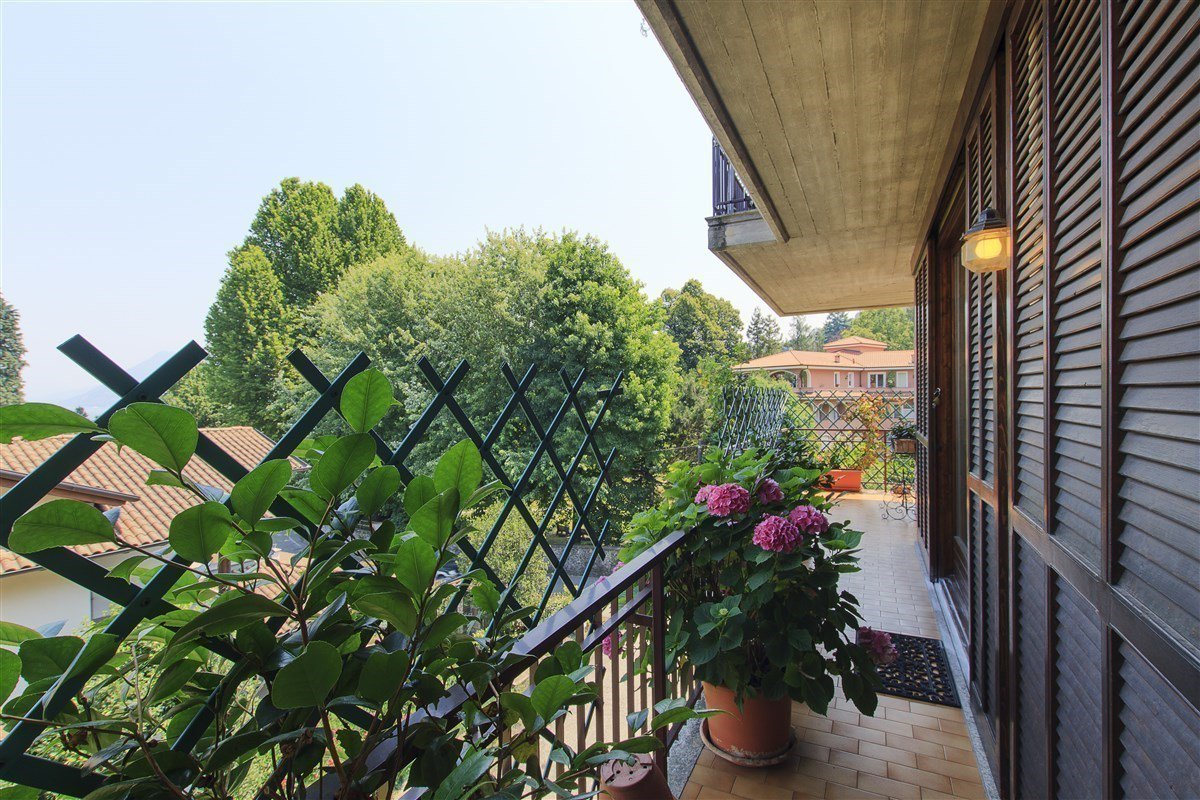 Renovated apartment for sale in Stresa centre - terrace