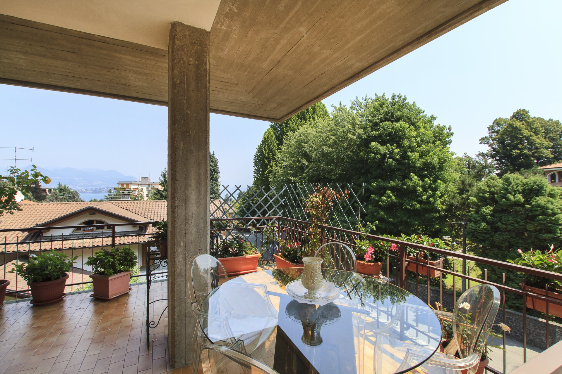 Renovated apartment for sale in Stresa centre - external area