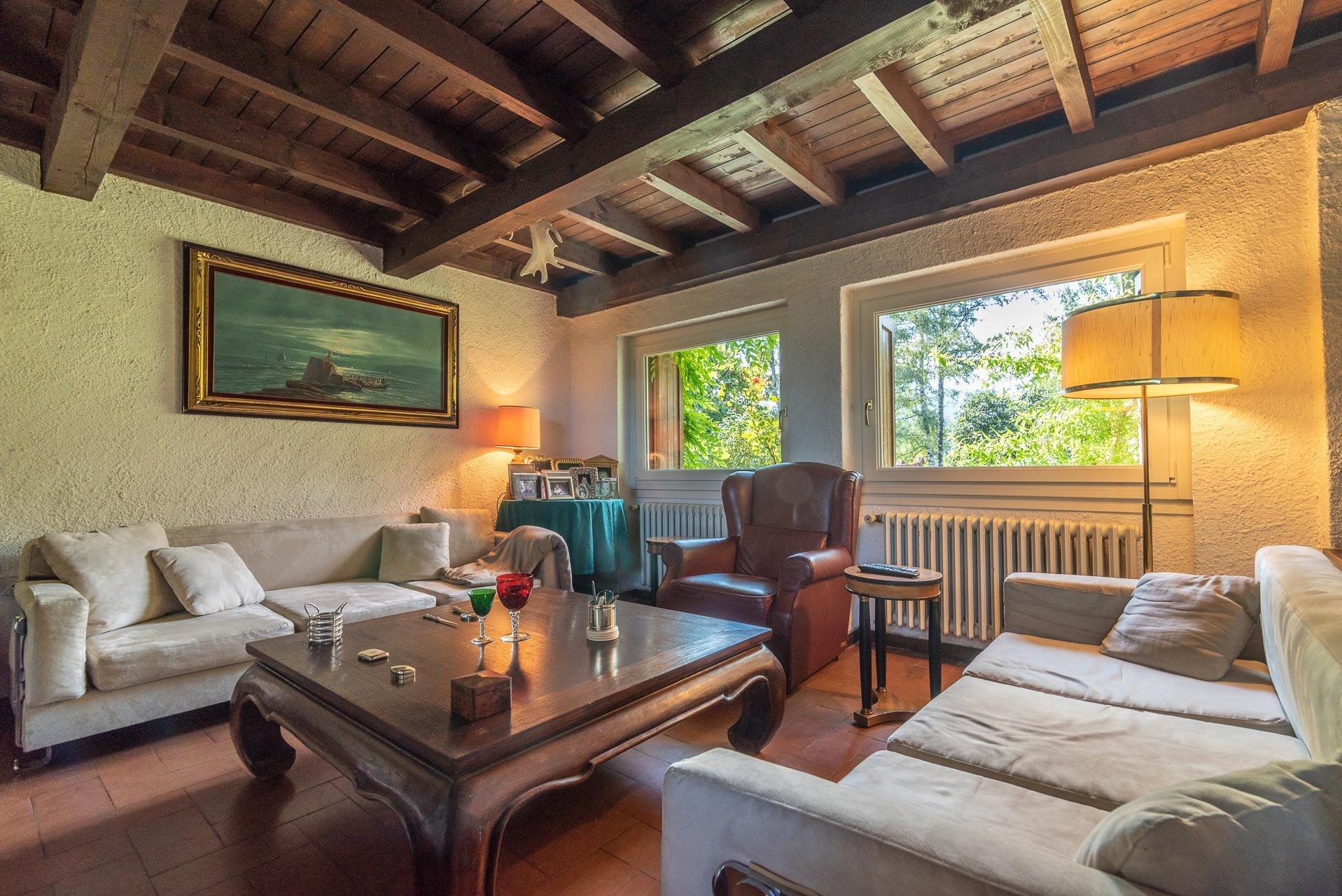 Villa con piscina in vendita a Gignese - soggiorno