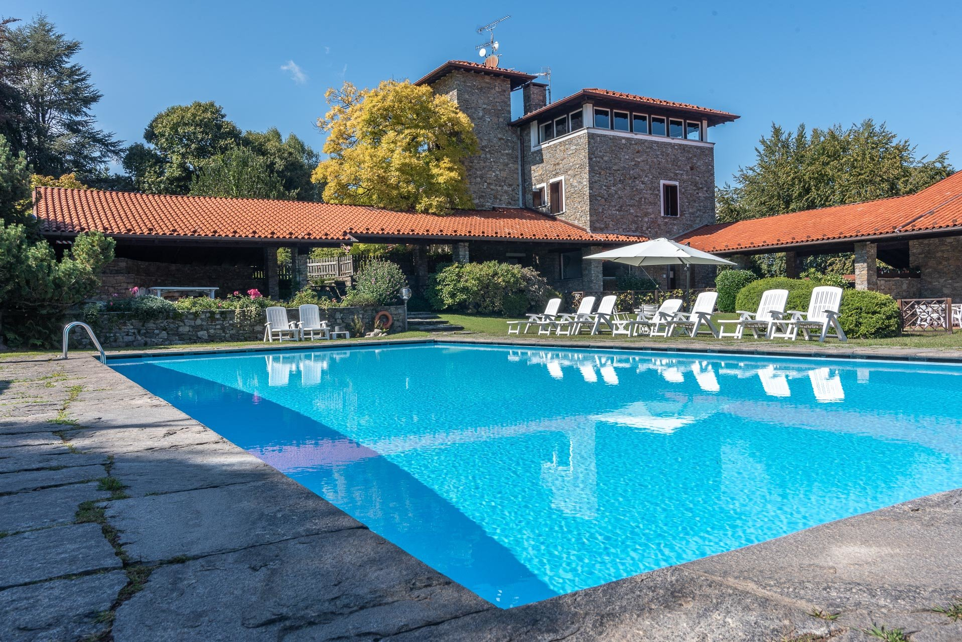Villa with swimming pool for sale in Gignese - shared swimming pool
