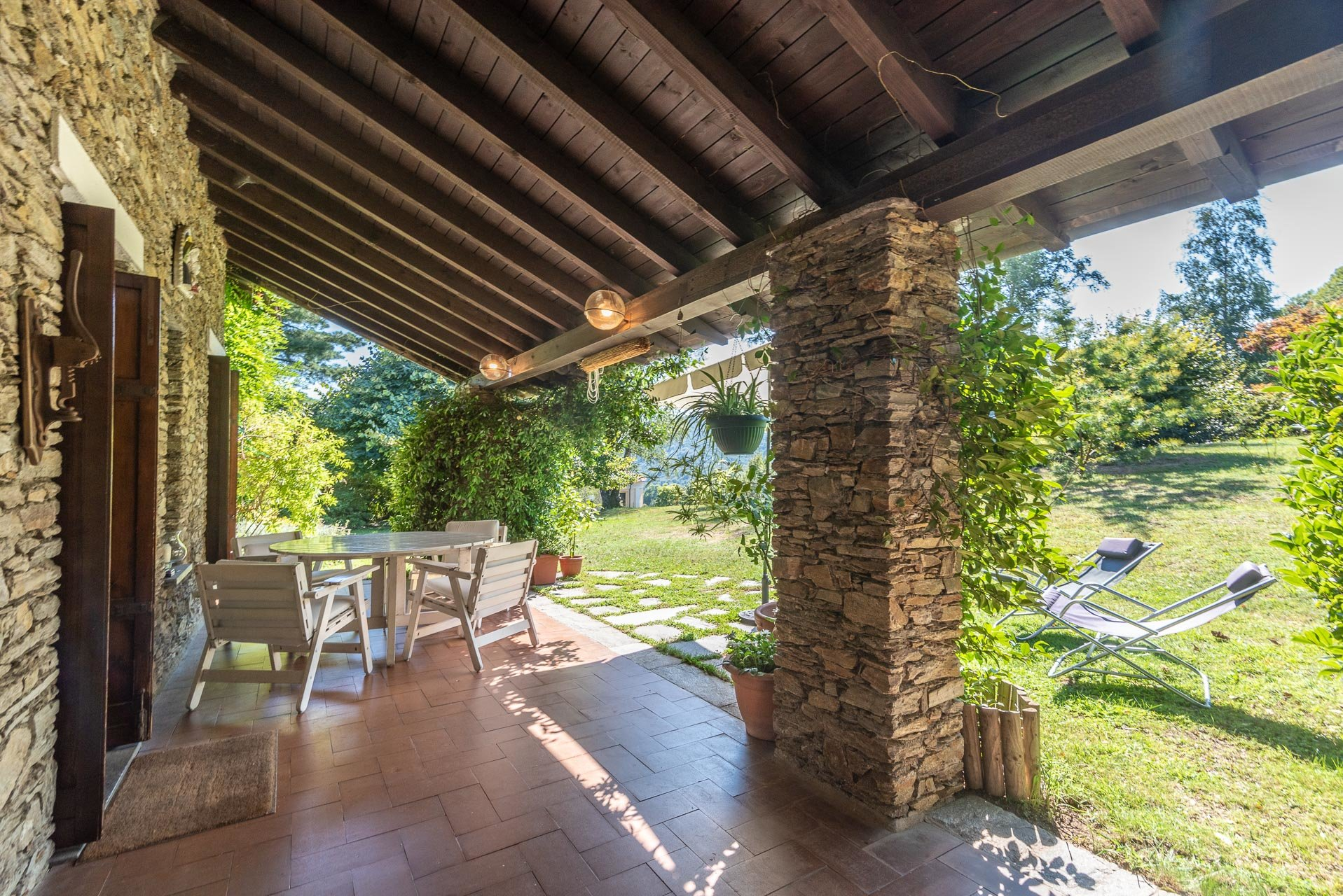 Villa with swimming pool for sale in Gignese - covered patio