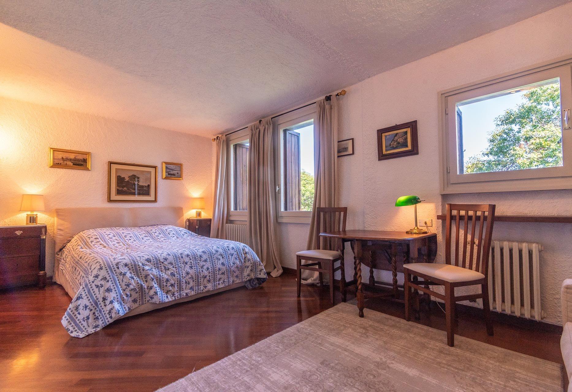 Villa con piscina in vendita a Gignese - camera da letto padronale
