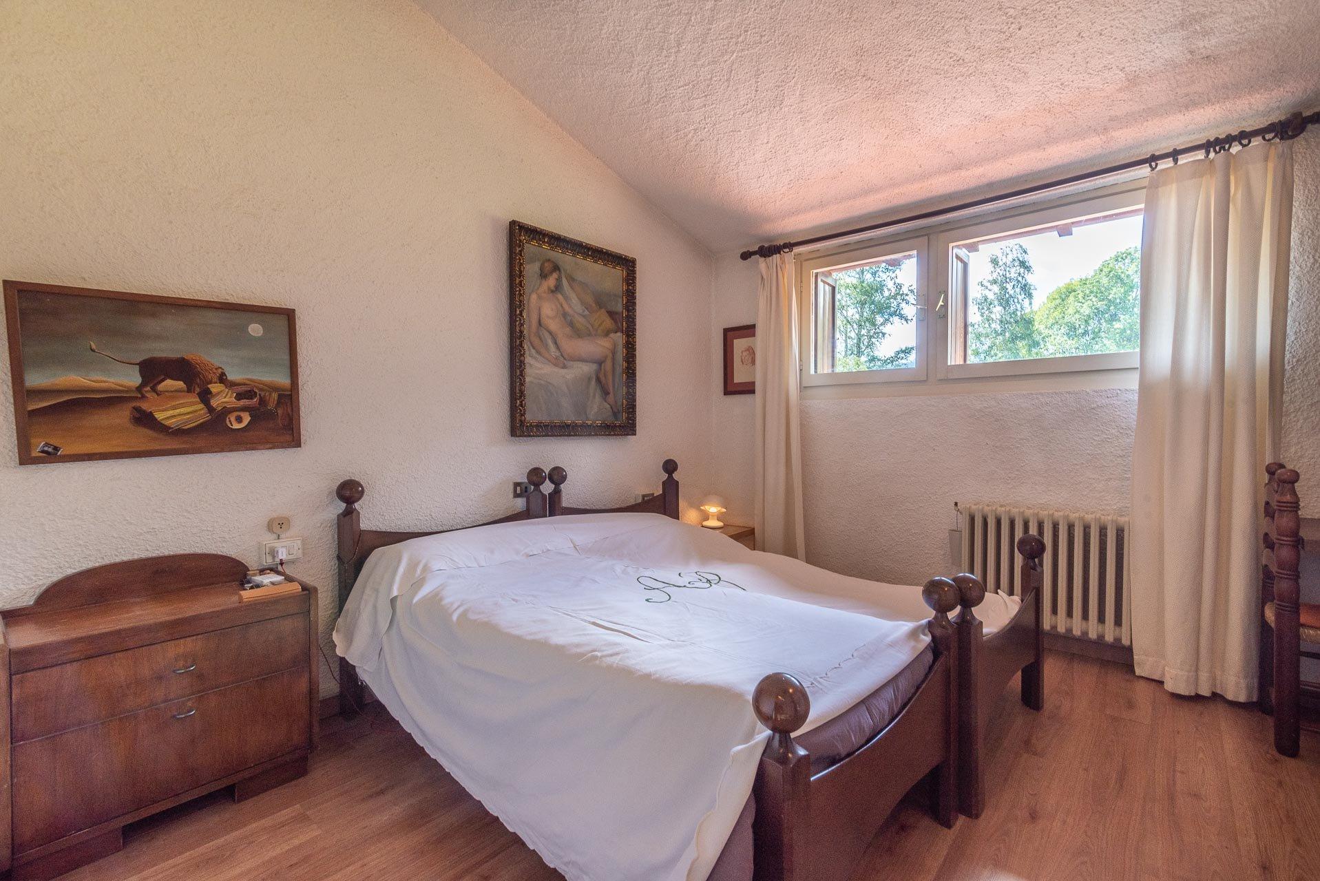 Villa con piscina in vendita a Gignese - camera matrimoniale
