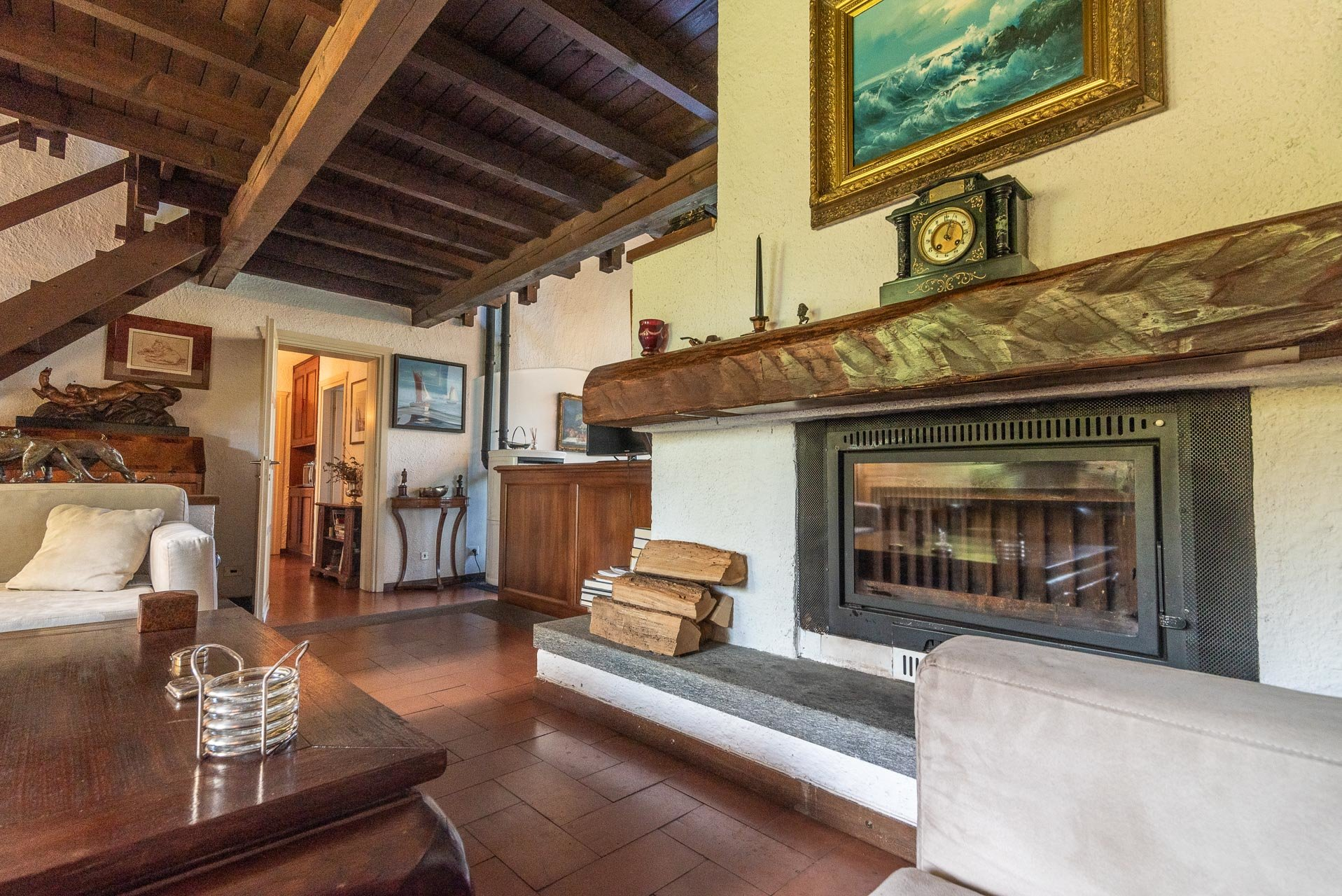 Villa with swimming pool for sale in Gignese - living room with fireplace