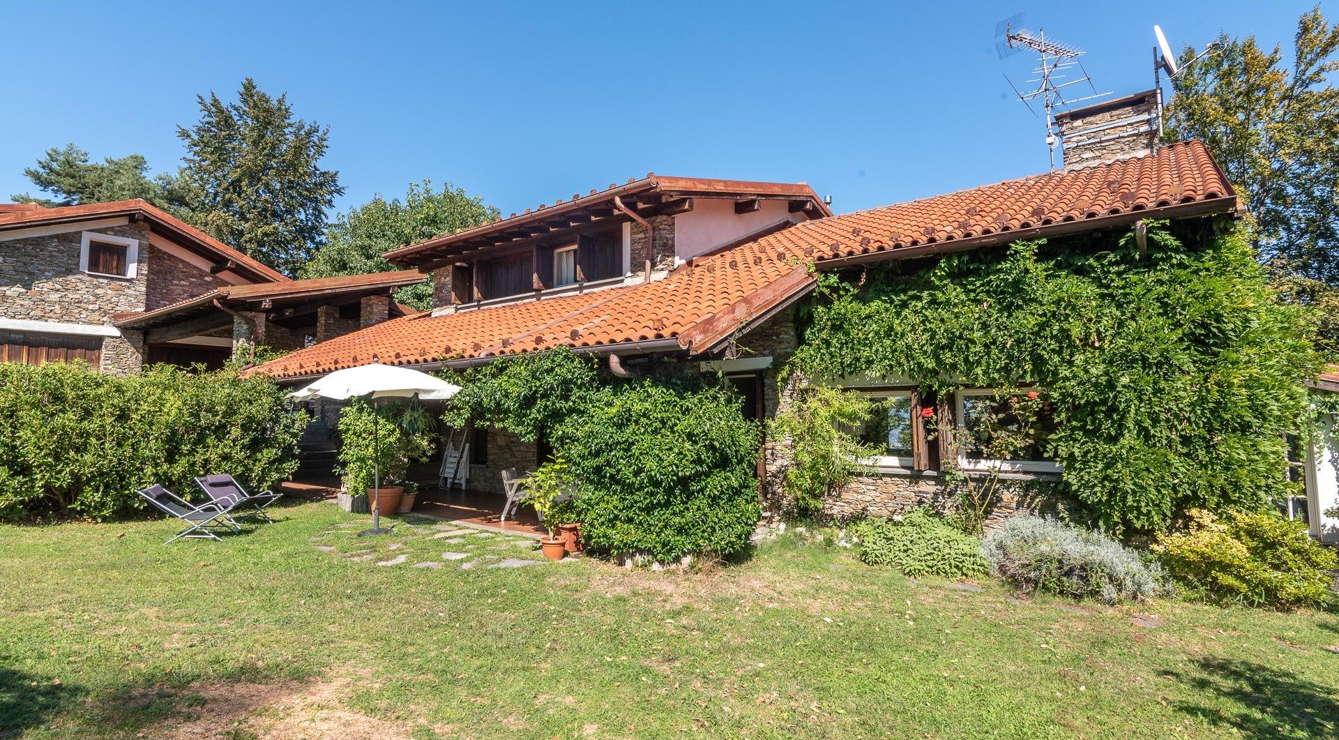 Villa con piscina in vendita a Gignese - villetta