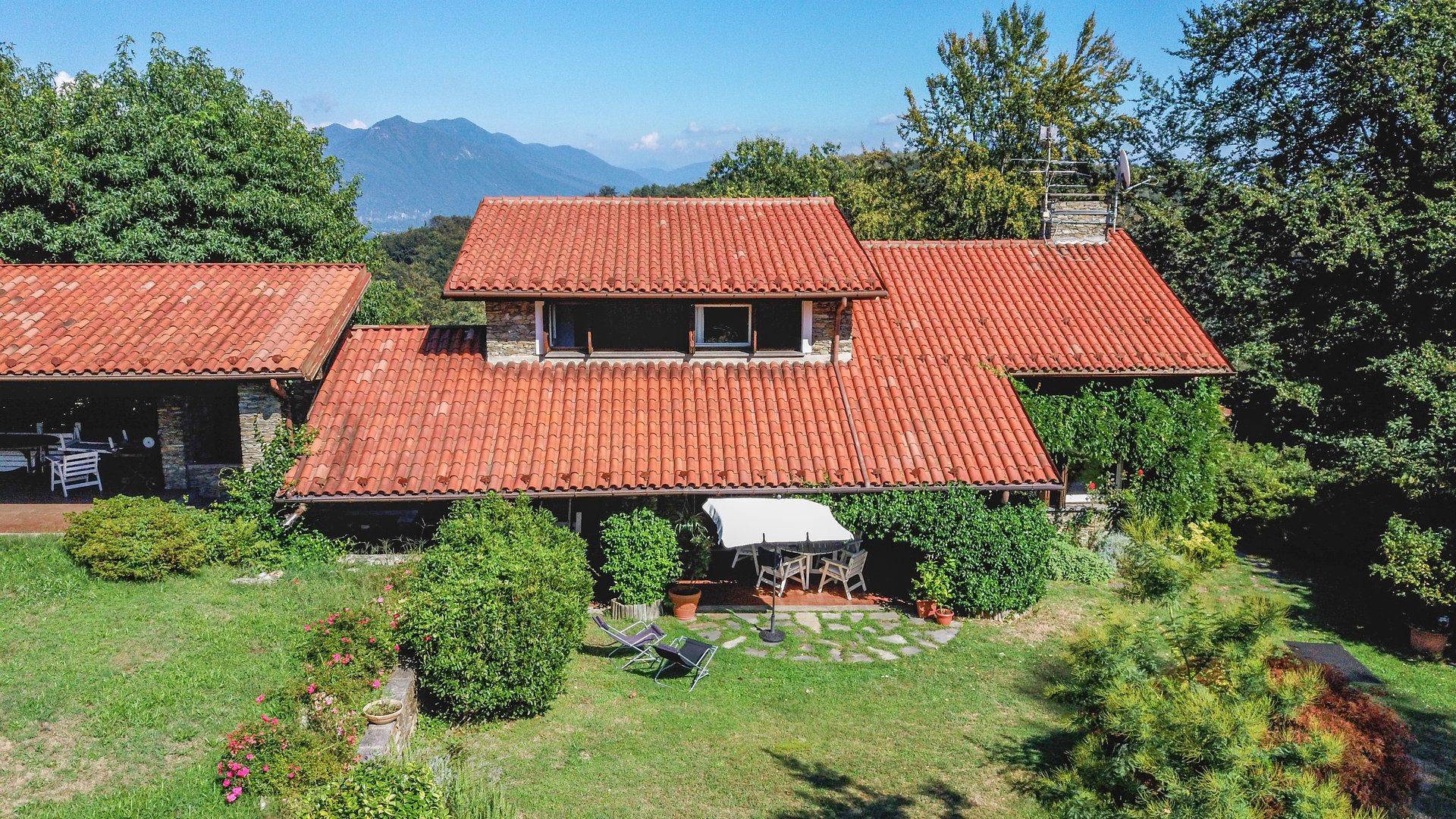 Villa with swimming pool for sale in a residence in Gignese