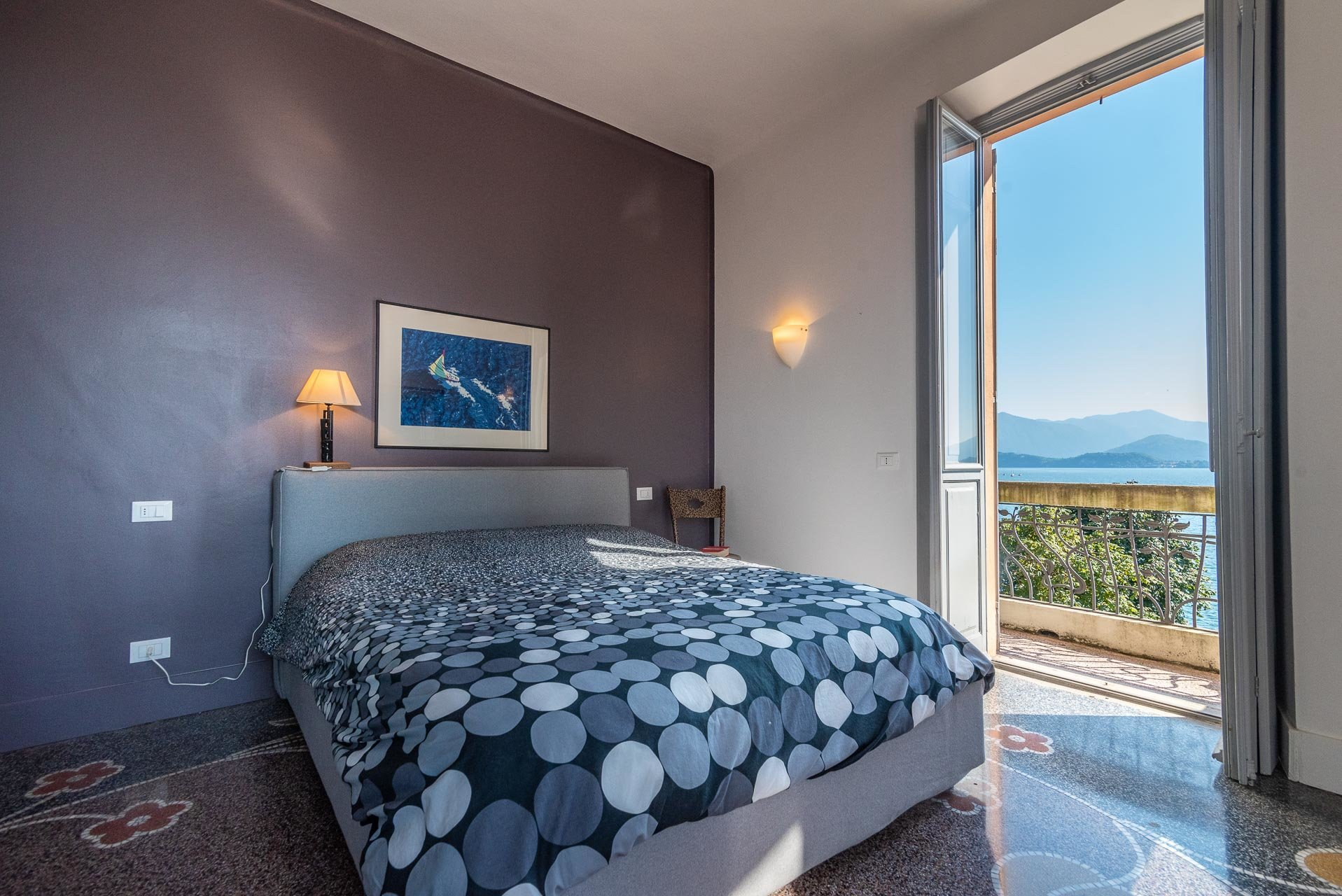 Lesa, apartment for sale on the lakefront - lake view bedroom