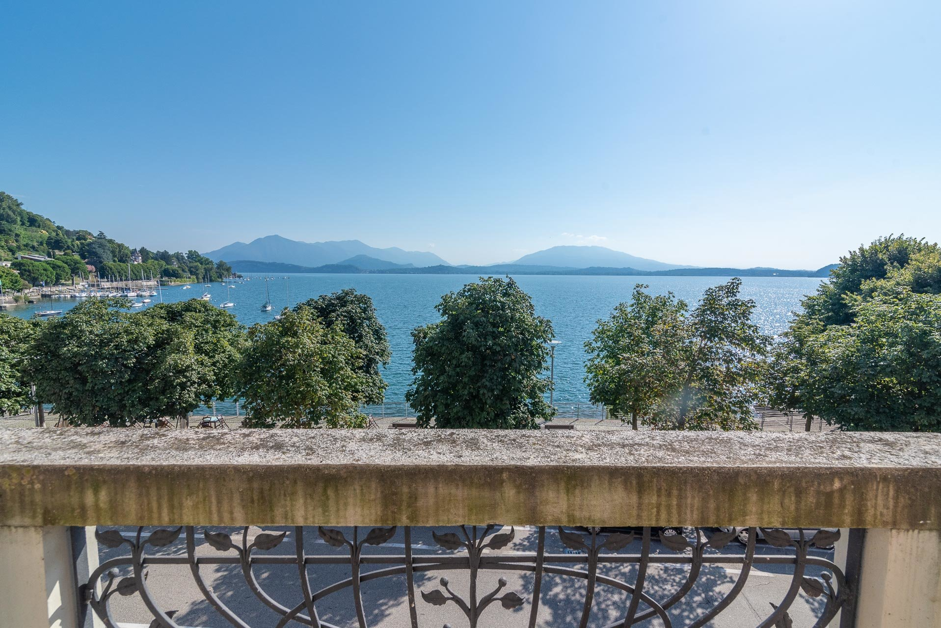Lesa, apartment for sale on the lakefront - panoramic view