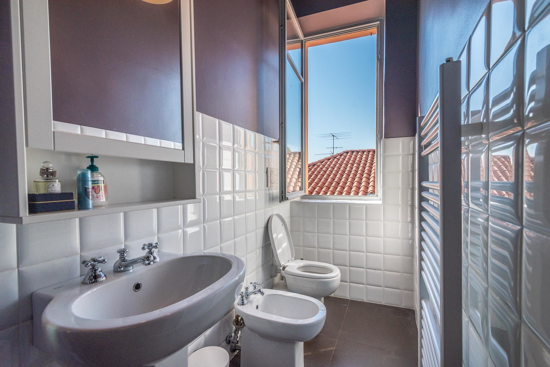Lesa, apartment for sale on the lakefront - restroom