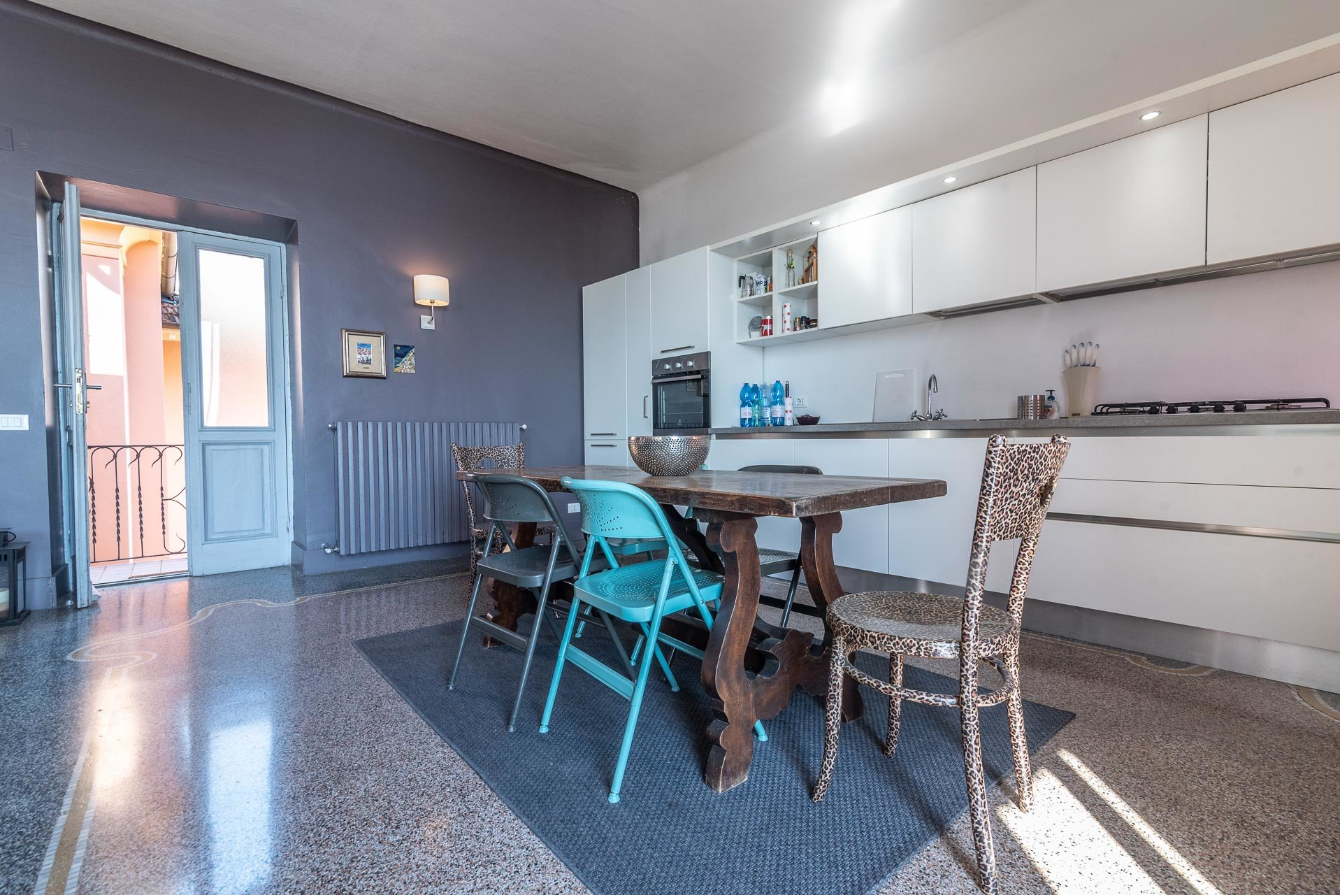 Lesa, apartment for sale on the lakefront - large kitchen