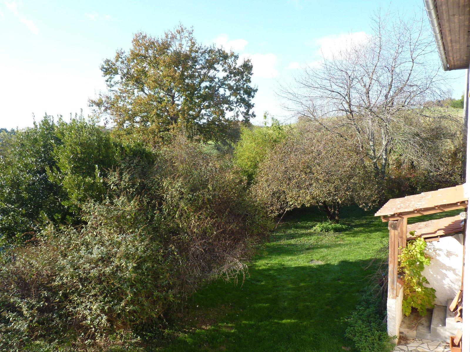 Exclusif, maison des années 70 à Eoux avec jardin arboré de 3314 m²