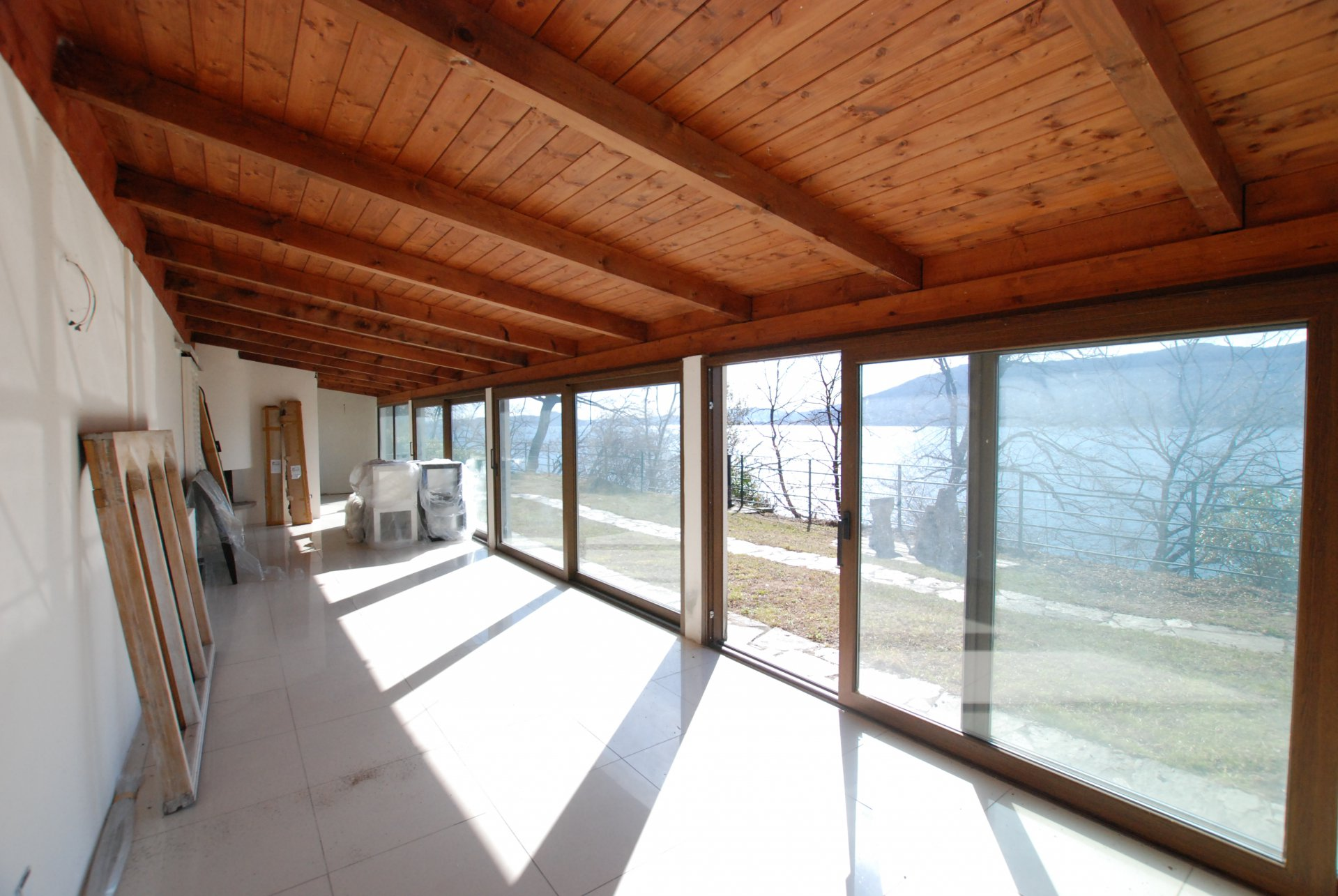 Lake front property for sale in Leggiuno